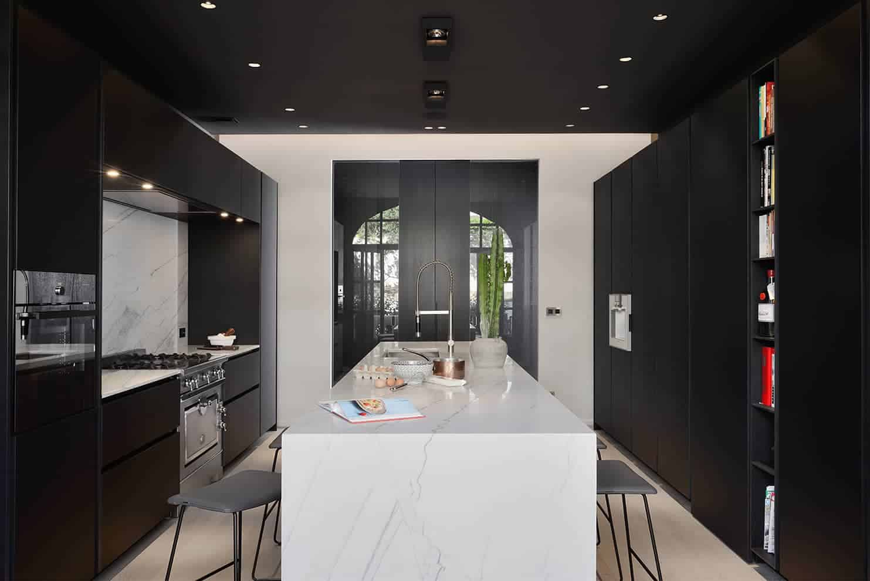 Cuisine réalisée par Boffi Studio Lyon. Piano La Cornue. Architecte d'intérieur Hervé Moreau. Photographe Studio Erick Saillet
