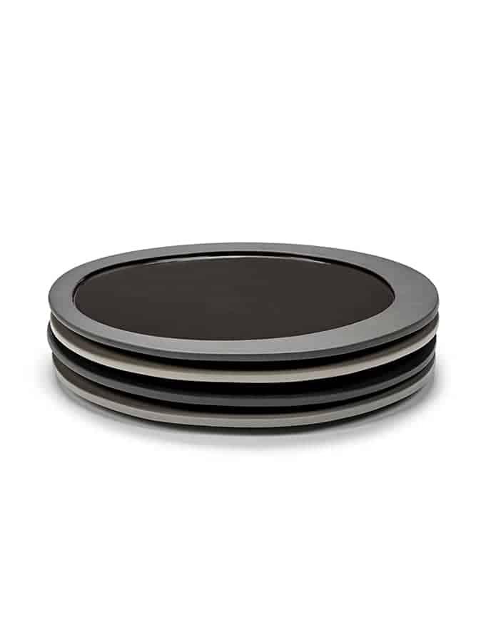 Inner Circle – Assiettes en grès cérame, légèrement creuses. 21,9 x 20,8 cm. Ép. 1 cm. Design Maarten Baas. ©Valerie objects