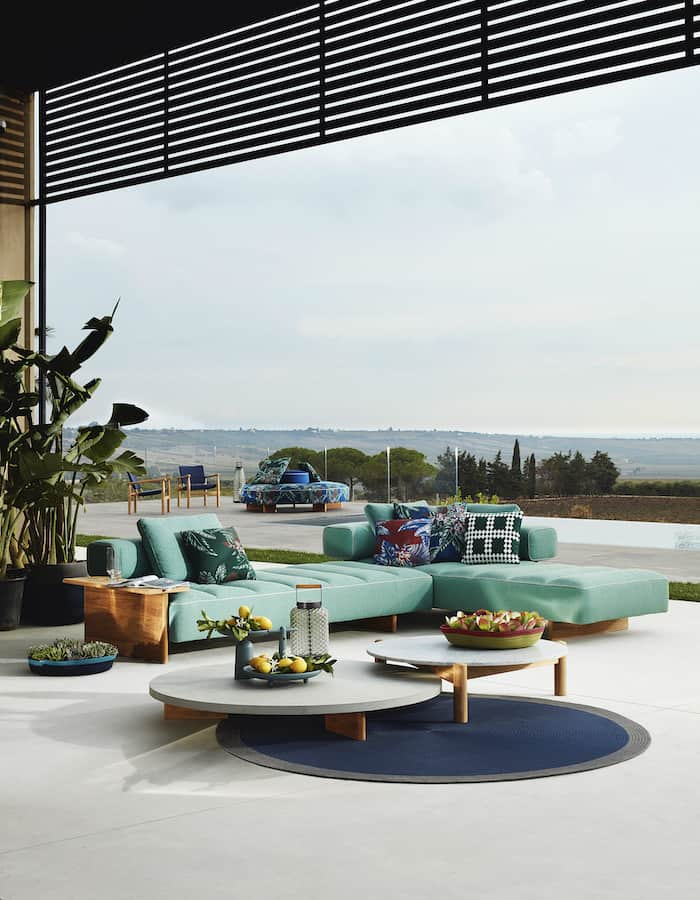 Table Plateau Interchangeable outdoor. Charlotte Perriand. ©Cassina