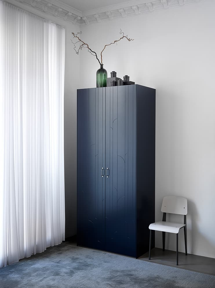 Façades armoire Marais, coloris Infinity Blue, poignées acier Wire – Superfront