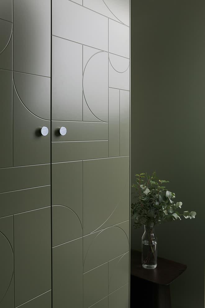 Façades Geometric, coloris Willow Green, poignées aluminium Reflection – Superfront