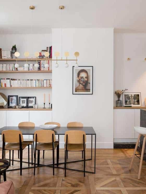 Table (Caravane) - Chaises Jean Prouvé (Vitra). Suspension Row (Areti)
