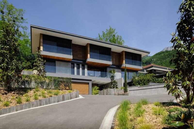 Toute l'attention de la villa est dévolue au paysage lacustre