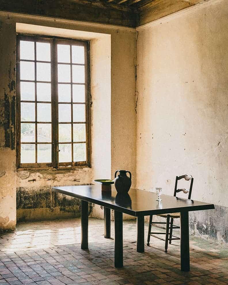 Table Taulo. Assise Radassié. Chêne teinté noir. ©MIDI