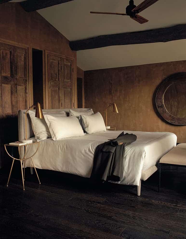 Chambre Master 2 – 27 m2. Vue sur les jardins, les vignes et le parc des Alpilles