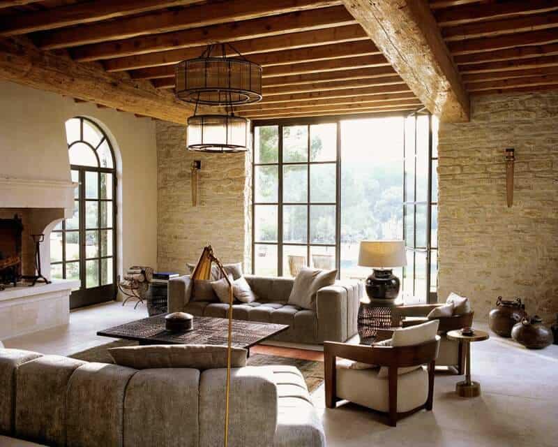 Vaste salon de 70 m2, à la décoration authentique