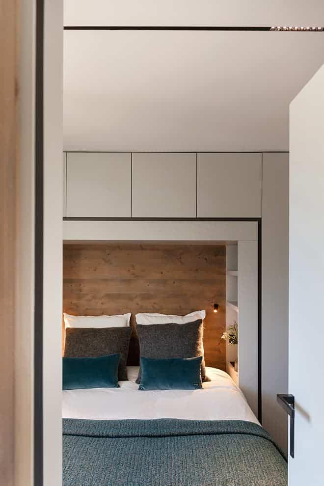Cadre de lit confectionné sur-mesure. Liseuse (Tal)