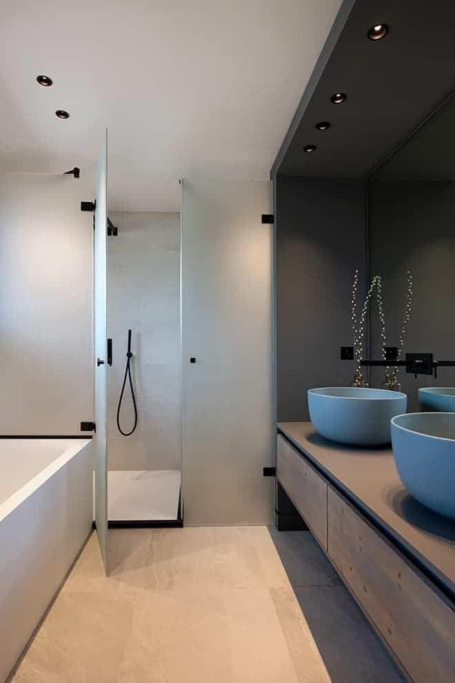 Salle de bains de la master suite. Vasques (Cielo). Mitigeurs (Treemme)