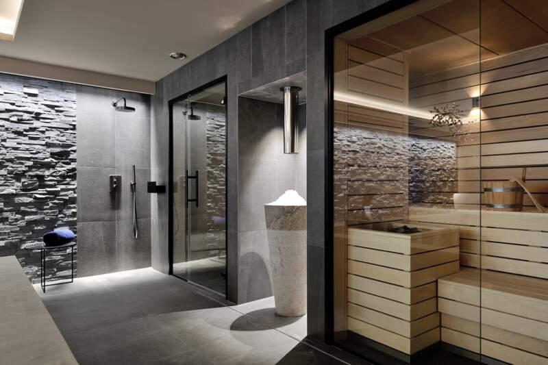Hammam et sauna. Revêtement grès cérame réalisé par Solfeige. Robinetterie (Gessi). Cascade de glace (Hydroconcept)