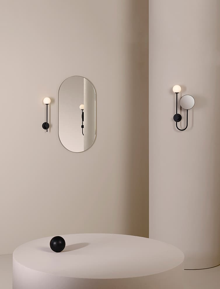 Applique miroir réglable Orb. ©Astro Lighting