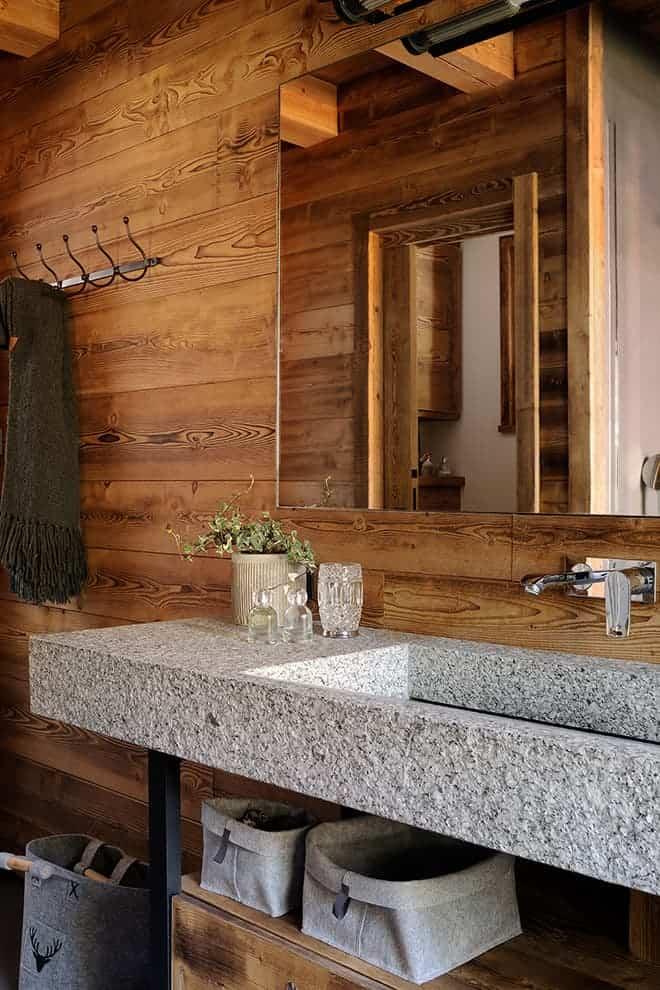 Salle de bains de la suite parentale. Bloc en granit du mont Blanc 1,50 mètre. Robinetterie (Hansgrohe)