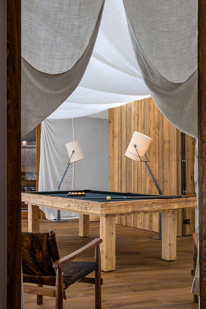 Au centre de la tente loisirs, le billard (Toutlet)