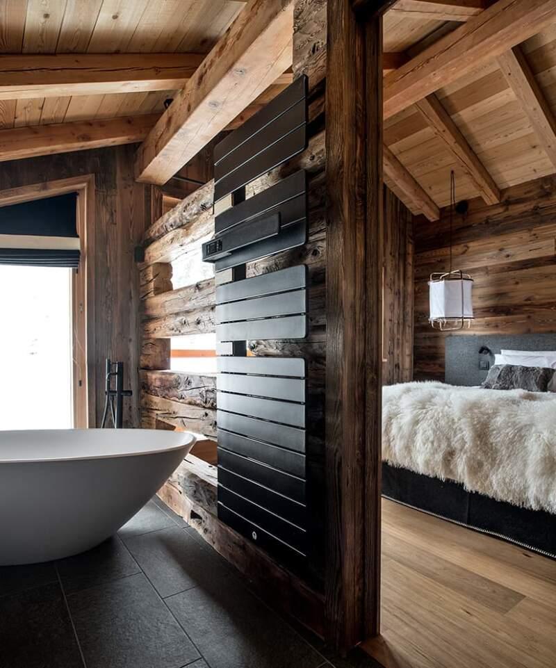 Au premier niveau, suite avec baignoire (Victoria&Albert). Suspension (AYTM)