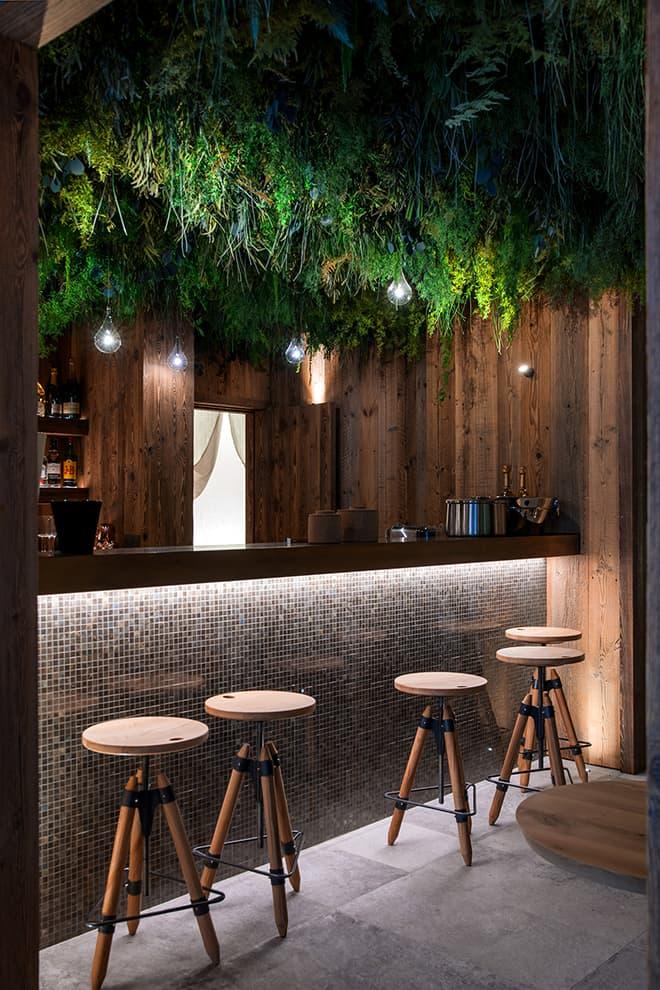 Entre l'espace wellness et loisirs, le bar avec son toit végétalisé