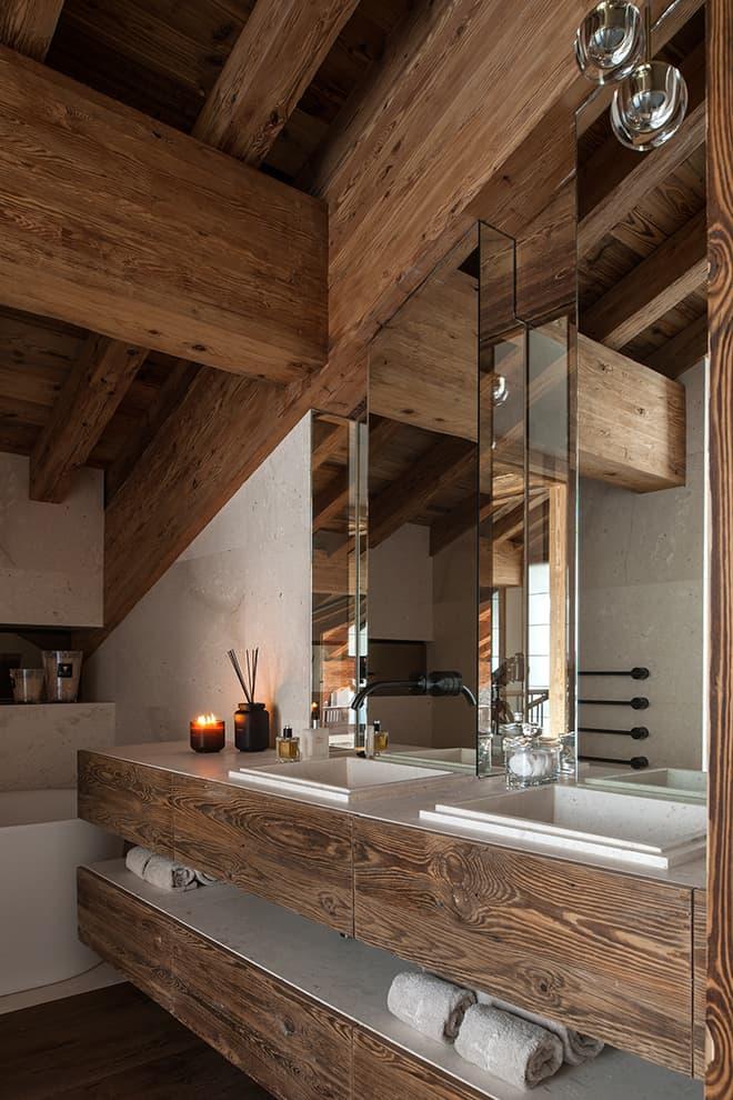 Salle de bains de la suite parentale, réalisée sur-mesure. Robinetterie (Cea)