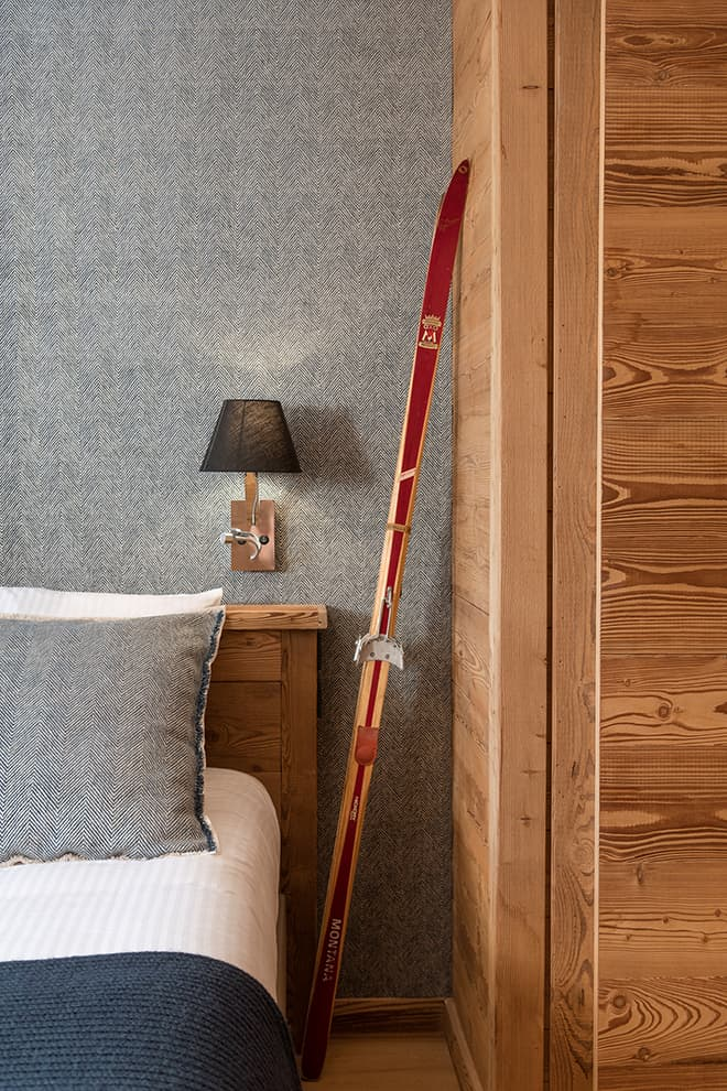 Tête de lit en épicéa brossé. Drap de laine chevron (Baker)