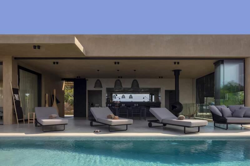 Un art de vivre ouvert sur le paysage et la piscine imaginée comme un tapis