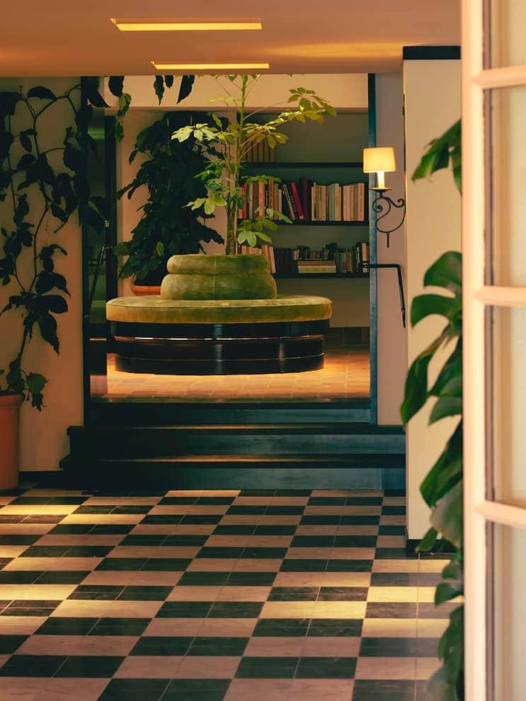 Hôtel La Ponche – Saint-Tropez – Bibliothèque – Architecte d'intérieur Fabrice Casiraghi