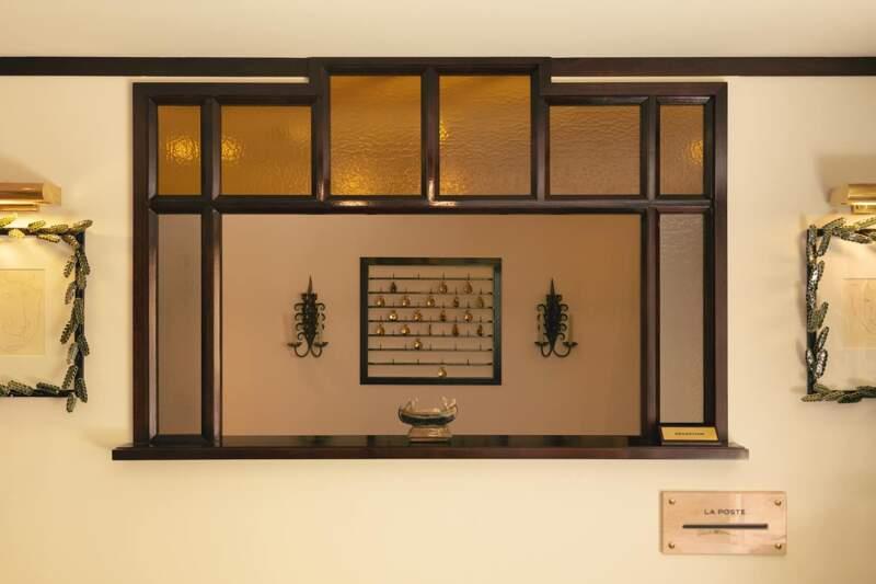 Hôtel La Ponche – Saint-Tropez – Réception clefs traditionnelles en laiton – Architecte d'intérieur Fabrice Casiraghi