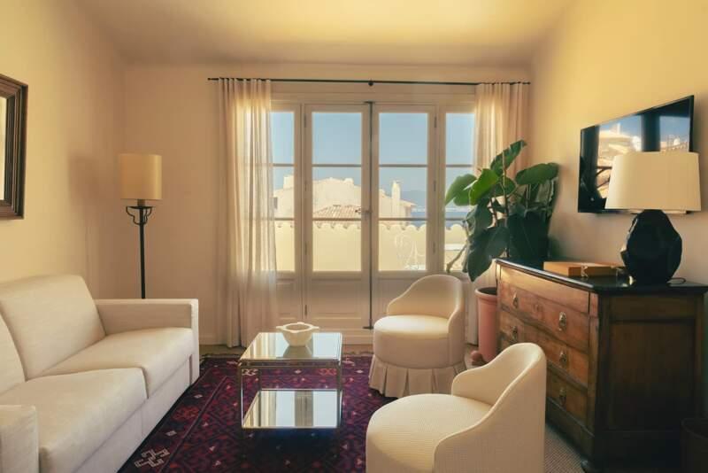 Hôtel La Ponche – Saint-Tropez – Salon de la suite Brigitte Bardot n°1 – Architecte d'intérieur Fabrice Casiraghi-14